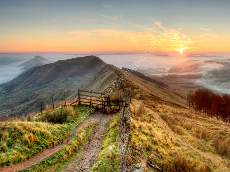 peak district photo.Mam tor sunrise mist