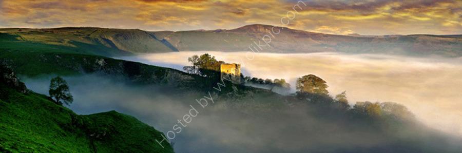 peak district photo:Peveril castle mist