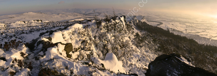 peak district photo:The Roaches winter