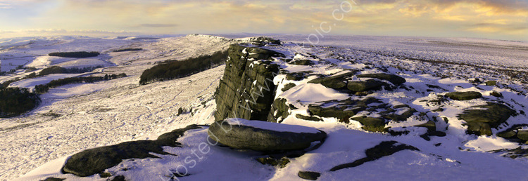 peak district photo:Stanage edge winter