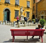 Com People watching in Lucca Italy - Veronica Lisle