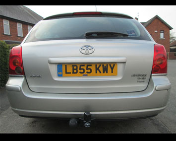 Toyota Avensis estate fixed towbar