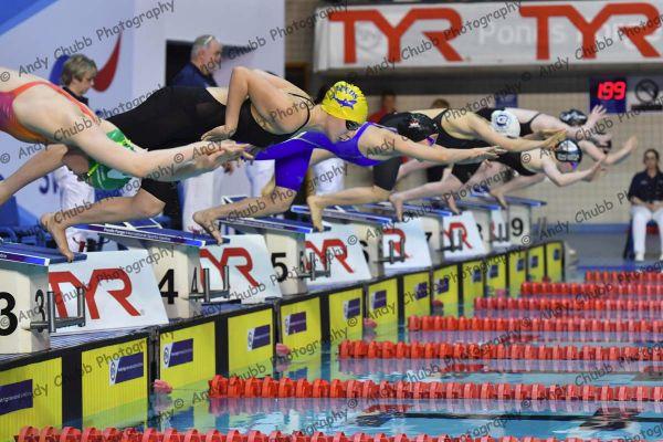 The start of the Womens Junior 200m IM_7336