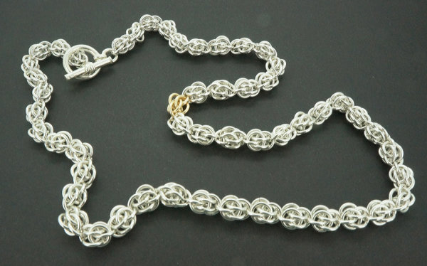 Sweetpea necklace in sterling silver and 9ct gold