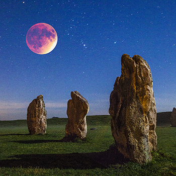 WL_29 Blood Moon over the Stones