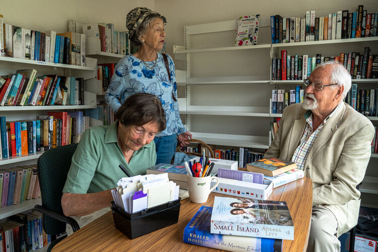 jane and len - community library
