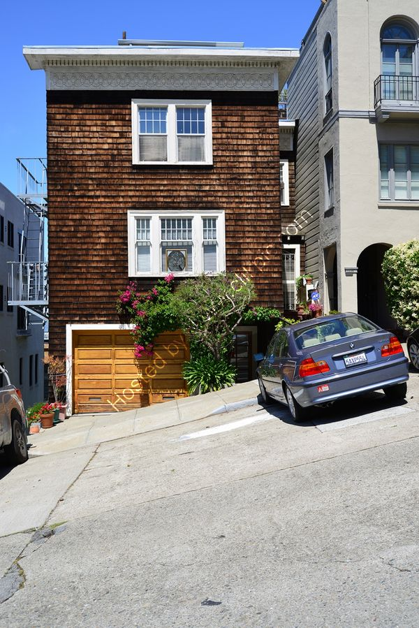 USA: San Francisco: Lombard St