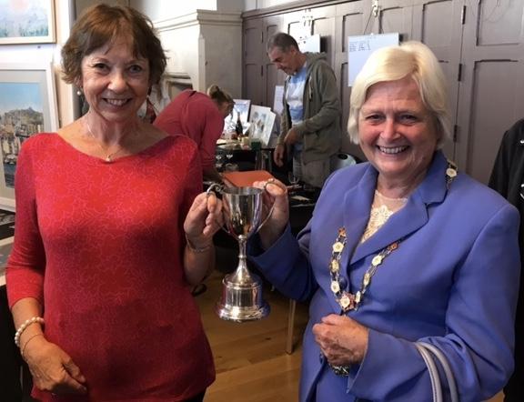 Leslie Ann wins Mayor's approval!
