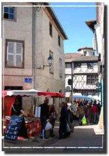 Within minutes of Arlanc is the medieval market town of Ambert, with its unique circular 'Mairie' and imposing gothic church of Saint Jean / A côté d'Arlanc se trouve la ville médiévale d'Ambert, avec sa mairie ronde (sur la photo) et son église gothique 'Saint Jean' (16ème siècle).