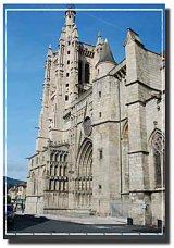 The imposing gothic church of Saint Jean in nearby Ambert / L'imposante église gothique de Saint Jean à Ambert, qui date du 16ème siècle.