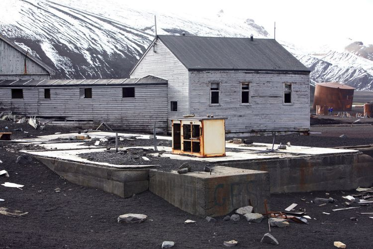 buildings deception012