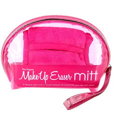 Makeup Eraser Mitt & Zipped Makeup Bag €22