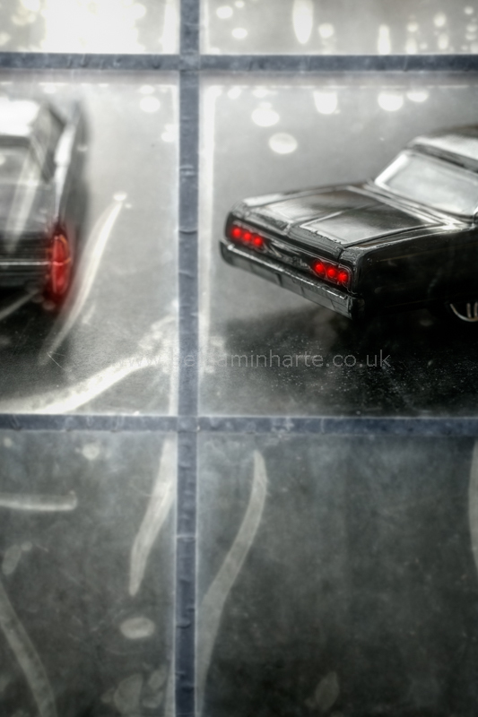 Cars-inside-a-warehouse©BenjaminHarte