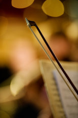 Cello-bow-and-bright-lights-©www.benjaminharte.co.uk-34
