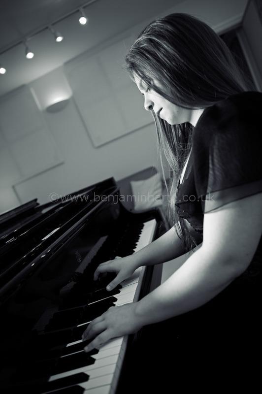 Lara-Meld-at-the-piano-by-©www.benjaminharte.co.uk-43