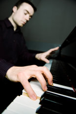 Portrait-of-Roderick-Chadwick-pianist-©www.benjaminharte.co.uk-41