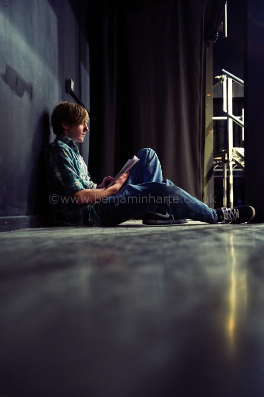 Relaxing-back-stage-©www.benjaminharte.co.uk-39