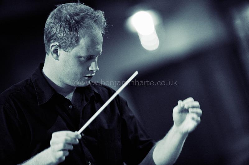 Sam-Burstin-in-rehearsal-©www.benjaminharte.co.uk-26