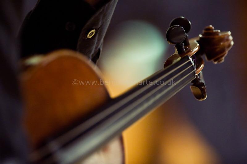 Violinist-in-rehearsal-©www.benjaminharte.co.uk-46