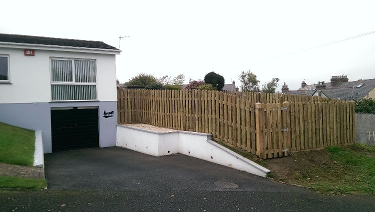 This 35m hit & miss fence was built to enclose a garden on an exposed plot. It incorporates a 1m pedestrian gate