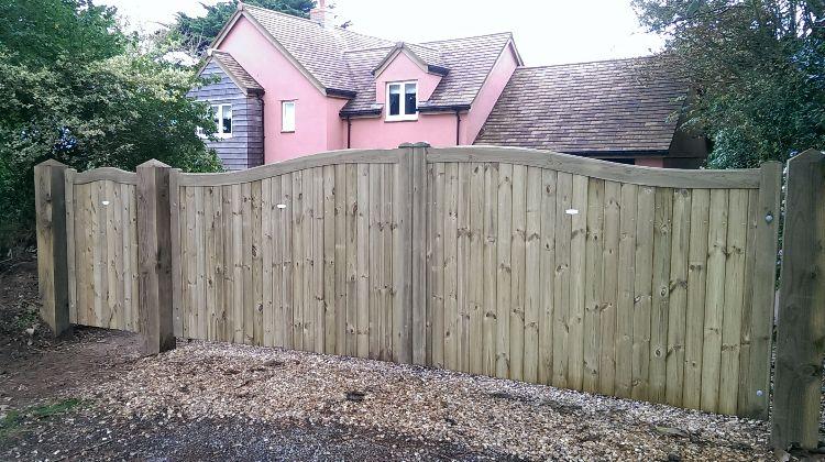 6m bespoke driveway & pedestrian gates on 200mm douglas fir posts