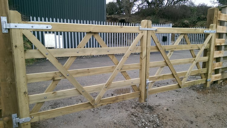 Double 5 bar gates hung on 150mm posts