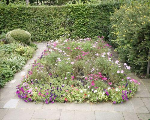 Garden of Anne Hathaway's Cottage
