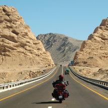 23.DSC 0377 MarwanAlMutlaq RoadCaptain riding towards Oman Border