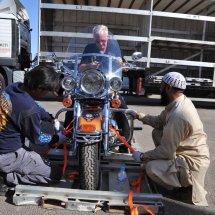 2. Taking the bike off the transport pallet HOG 4851