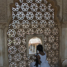 IND 6019 Girl in Amber Fort