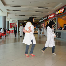 Men & women mingle in open food halls