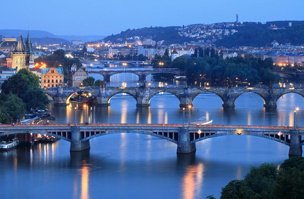 e 300 Prague Night Scene