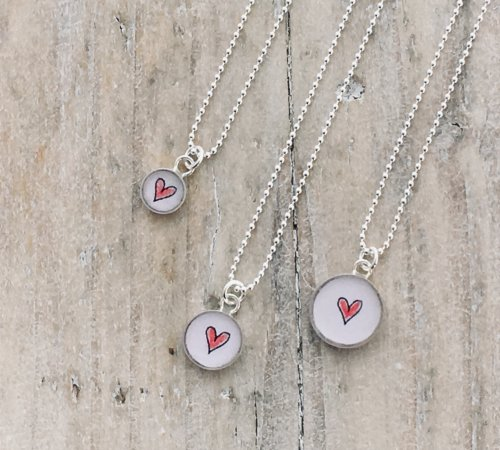 Motif - Small Charm Pendants,  Red Hearts