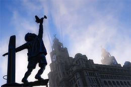 Boy & Plane sculpture below the Liver Building
