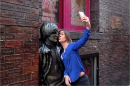 Selfie with John Lennon in Mathew Street
