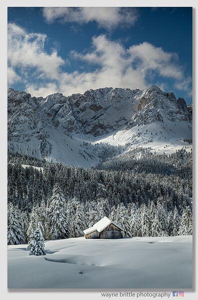 Early Winter Mountain Refuge W5D46008