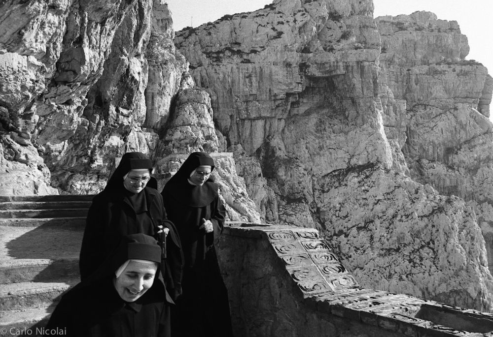 Nuns on holiday, Capo Caccia, Sardinia, Italy 1982