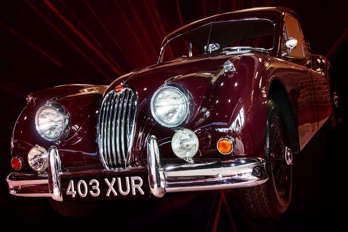 XK140 403 XUR maroon