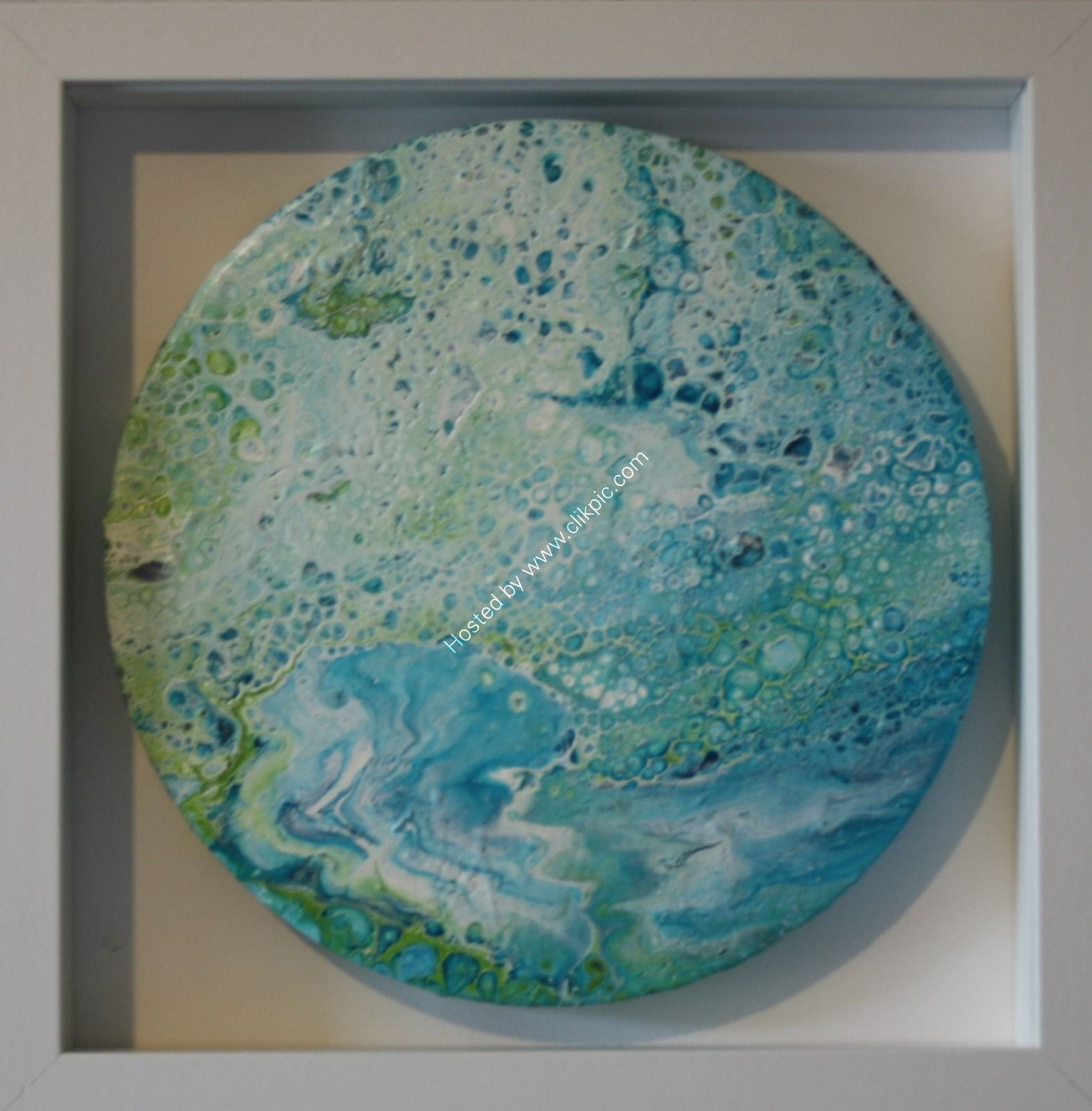 ACRYLIC POURING ON AN 8 INCH ROUND CANVAS (FRAMED)