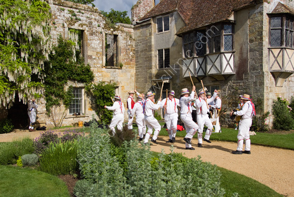 Morris_Men at Old Scotney