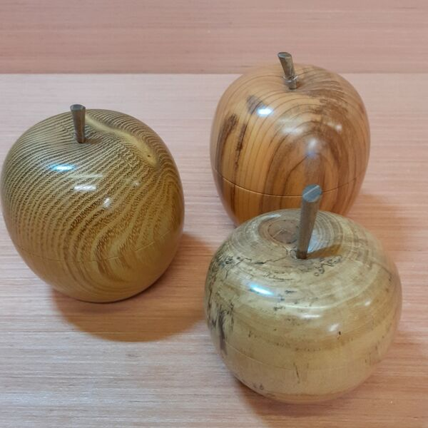 Apple-shaped boxes