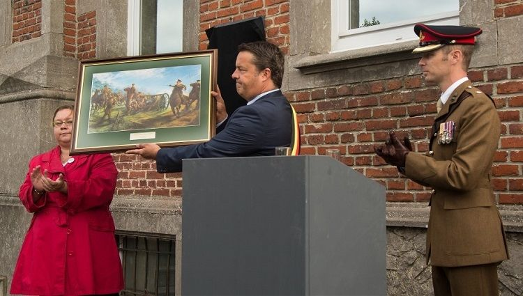 Presentation to the mayor of Peronne. 'First Shots'. Peronne. BE
