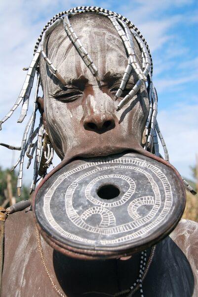 mursi woman lip plate Ethiopia