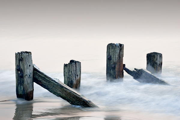 Decaying Groynes