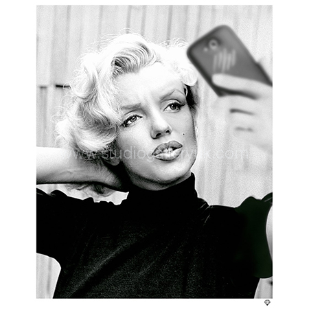 'Marilyn Monroe Selfie' <span style=&quot;color:#9933ff;&quot;>NEW IN</span>