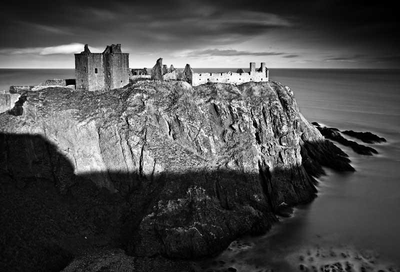 Dunnottar castle059b&w