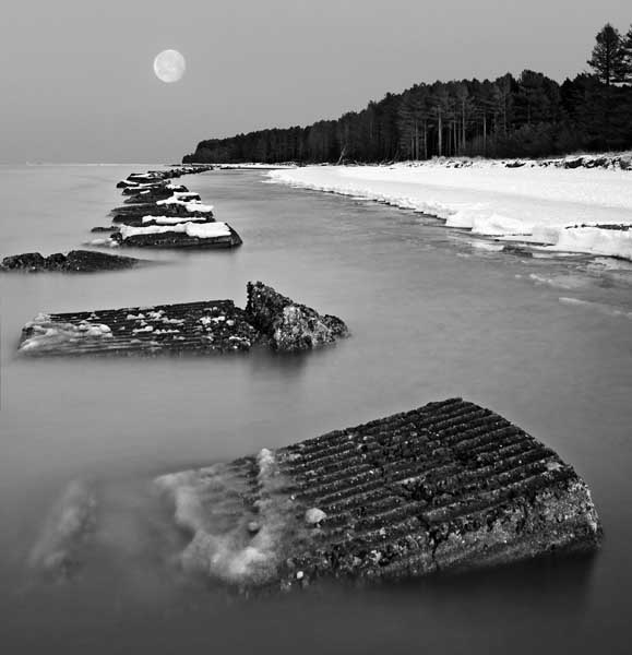 Moon rise on the Tay0059b&w