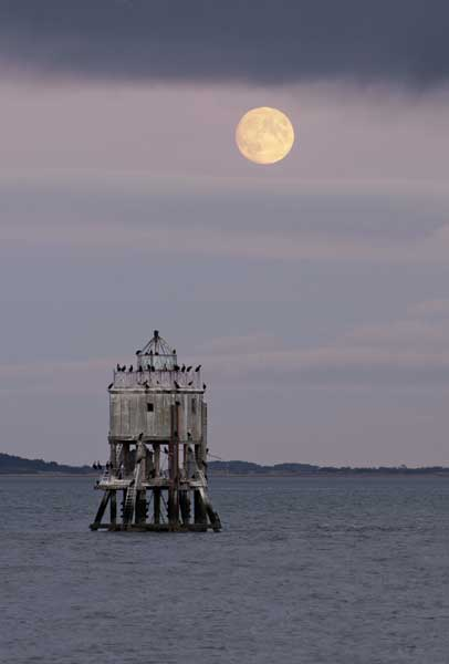 Moonrise over Pile lighthouse031