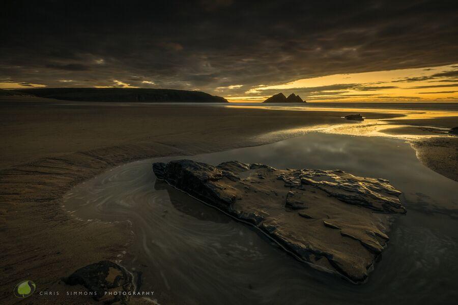Holywell Dark & Golden
