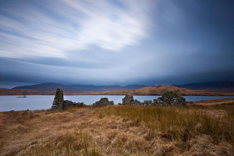 Loch, Ruins mood